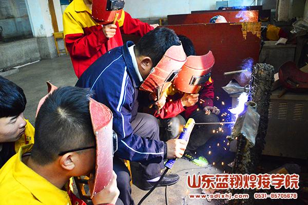 蓝翔电焊教学规范化操作 保障实训学习安全