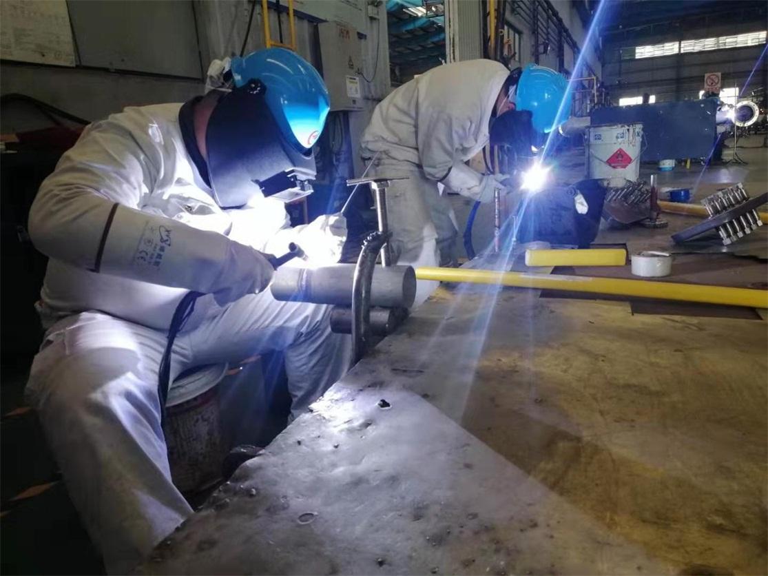 我院学生在造船厂实习